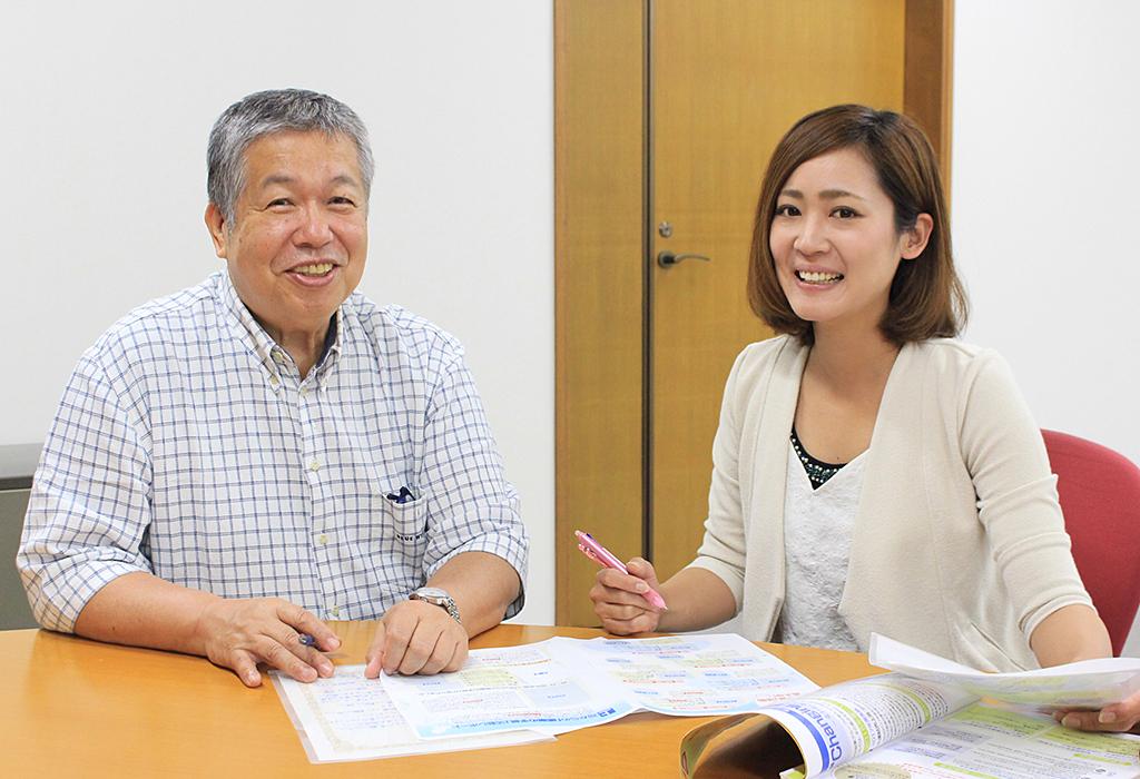 経営と編集部の距離が近いのも社内報づくりの強み。田中会長(左)と丸山さん