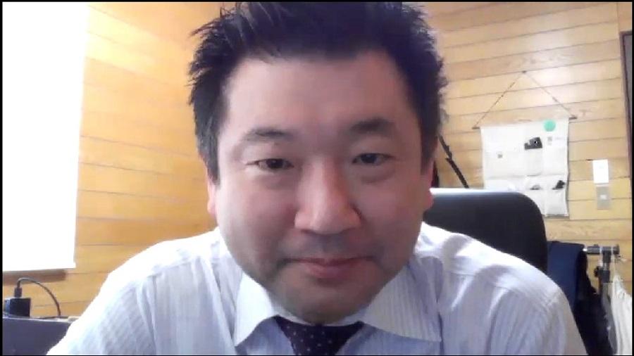 リモート取材にノートパソコンで参加する時に起こりがちなのが、顔のアップ